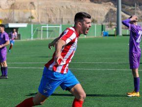 Celebración de Álvaro de la Rosa tras marcar el 1-0 frente al Real Jaén