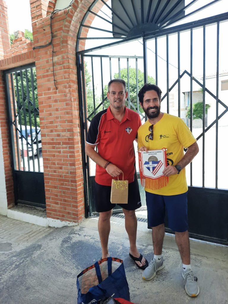 Intercambio de obsequios con nuestro capitán David Martinez Navarro