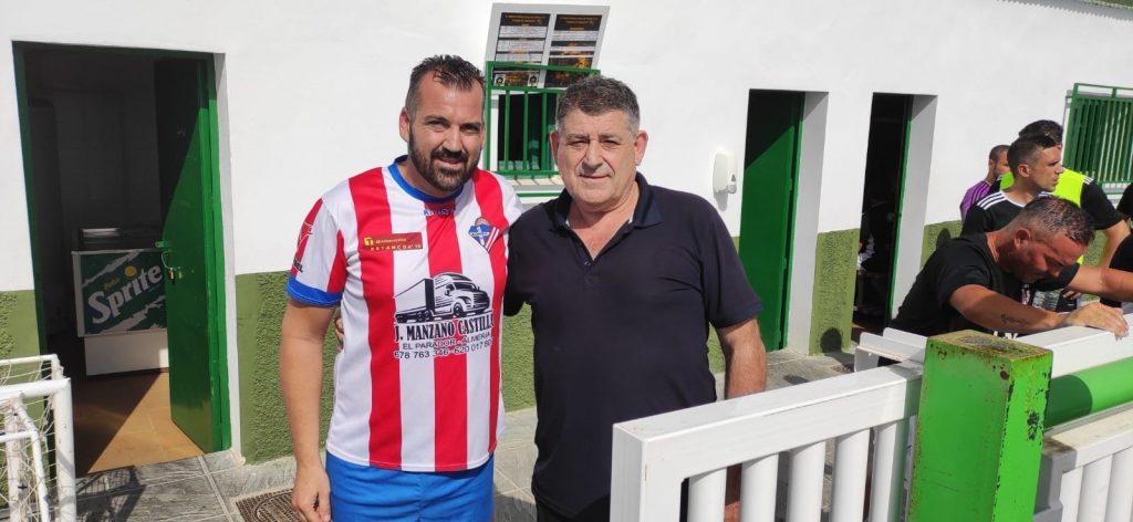 Alejandro Iribarne con el Hermano de Fernando Hierro